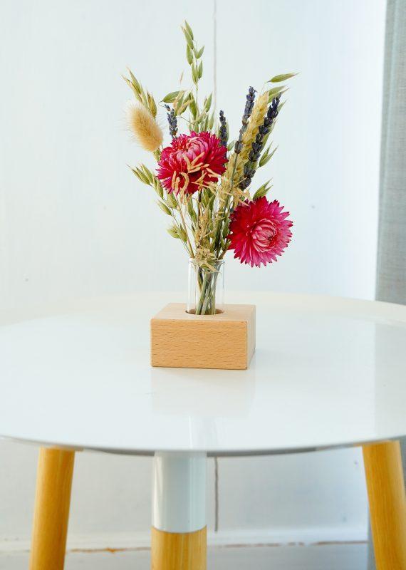 droogbloemenboeket met houten houder
