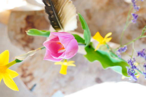Houten houder met flesjes voor plukbloemen