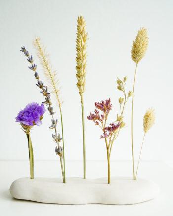 keramiek houder met droogbloemen