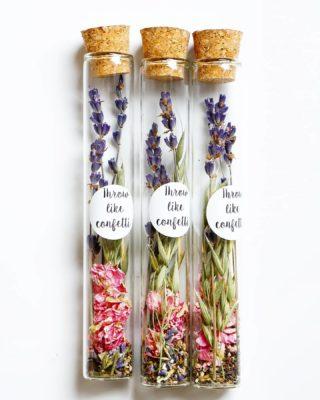 THROW LIKE CONFETTI ⭐ Deze bloemzaadjes in een buisje met droogbloemen zitten al even in ons assortiment maar is nog steeds favoriet als duurzaam cadeautje of relatiegeschenk! Ze zijn niet alleen leuk om naar te kijken 🌱 Je helpt ook meteen de bijen een handje mee bij de aanschaf van deze buisjes 🐝🐝 De bloemzaadjes en de knopjes kan je in het voorjaar en zomer in de tuin, een stukje berm of bos strooien voor nieuwe wilde bloemen! Bekijk ze in onze webshop, bij @winkelvolwinkeltjes in Utrecht. ⭐ Voor de retailers onder ons, je kunt ze ook vinden via @orderchamp 💛 . . . . . . . . #mookstories#bloemzaad#bloemengroothandel#wildebloemen#reddebij#natuureducatie#natuurmonumenten_featureme#wildflowers#binnenkijken#tuininspiratie#buitenleven#organic#savetheplanet#droogbloemen#gedroogdebloemen#driedflowers#visuals#dutchdesign#naturelovers#visitbrabant#weddinggift#weddingblog#mamablog#greatoutdoors#groenleven#naturelovers